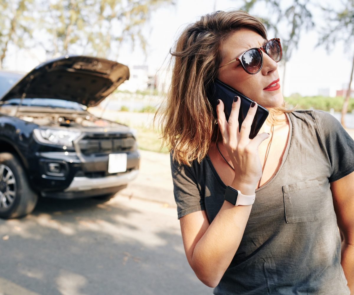 Woman calling to car insurance